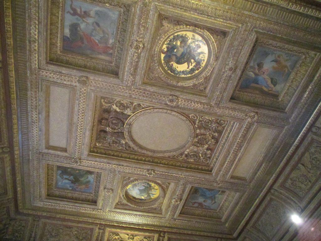 Plafond de la salle du Conseil du pavillon de la Reine à Vincennes, ©MD